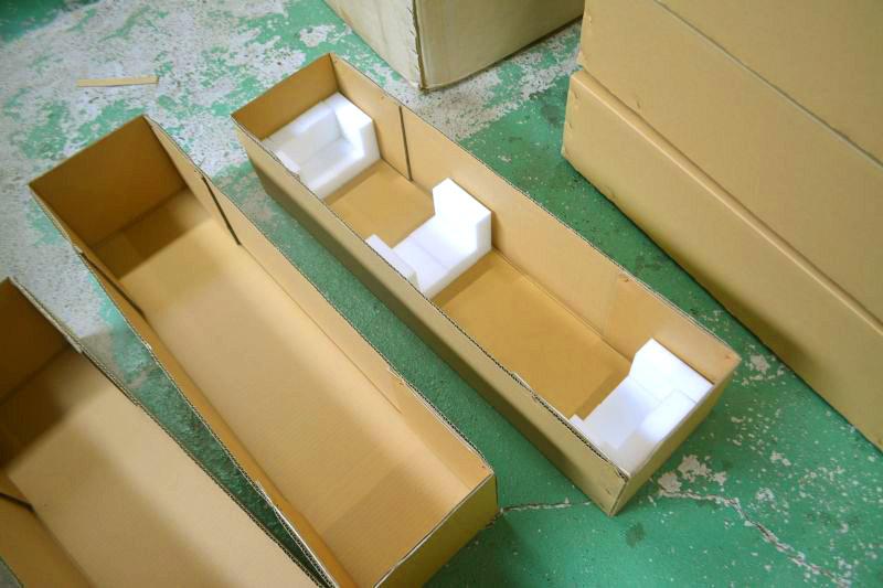 アクリル製店頭展示台(ディスプレイ)用梱包材