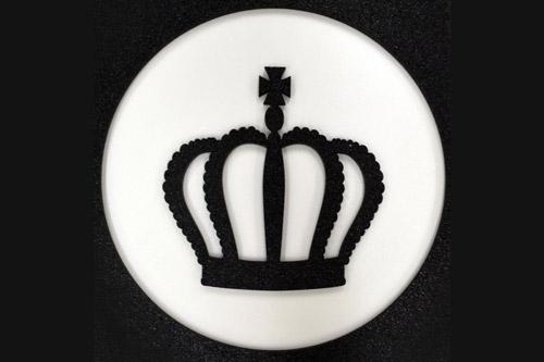 「王冠」デザインカット(素材:スチレンボード、黒色スチロール)